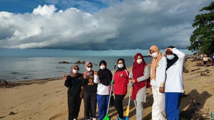 Ikatan Adhyaksa Dharmakarini (IAD) Daerah Bangka Barat lakukan kegiatan bersih-bersih kawasan wisata pantai