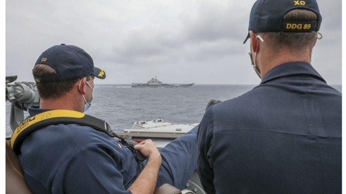 Ketika Komandan Kapal Perang Amerika Santai Menguntit Kapal Induk China di Laut China Selatan