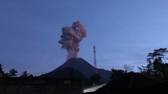 Gunung Merapi Meletus Semburkan Abu Vulkanik Tebal ke Udara