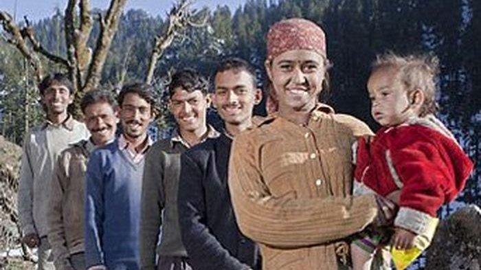 Wanita Ini Nikahi 5 Pria Bersaudara & Tinggal Bersama, Tiap Malam Digilir Berhubungan, Hidup Bahagia