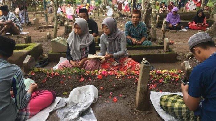 Tradisi Ramadhan Paling Unik di Dunia Termasuk Nyekar dan Padusan di Indonesia