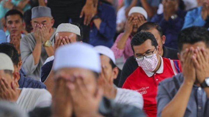Penjelasan Ustadz Abdul Somad Tentang Sejarah Perbedaan Jumlah Rakaat Sholat Tarawih