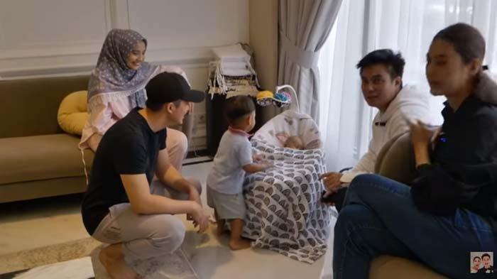 Baim Wong Kaget Dicuekin Irwansyah saat Jenguk Baby Ukkasya, Malah Sibuk Lakukan Ini