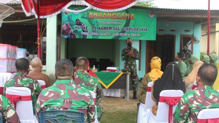 Danrem 045/GAYA Brigjen TNI M. Jangkung Widyanto memberikan sambutan dalam rangka HUT ke-11 KOREM 045/GAYA pada kegiatan Anjangsana ke Veteran dan Warakawuri