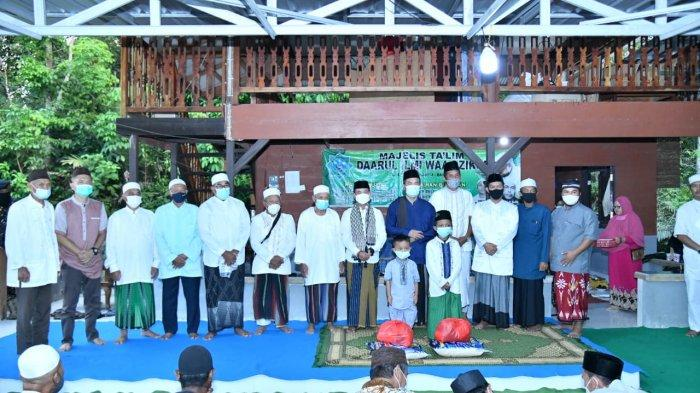 Safari Ramadhan Bupati Bangka, Mulkan Serahkan Insentif Imam dan Marbot Masjid Al Amin Belinyu