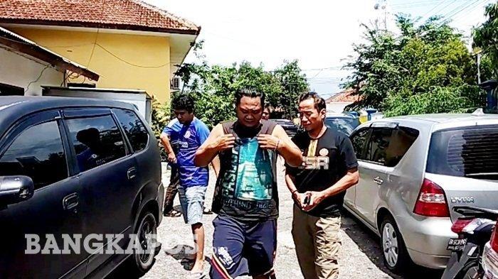 Kentung Si Pencuri HP Duduk Santai Dirumahnya Saat Hendak Ditangkap Polisi