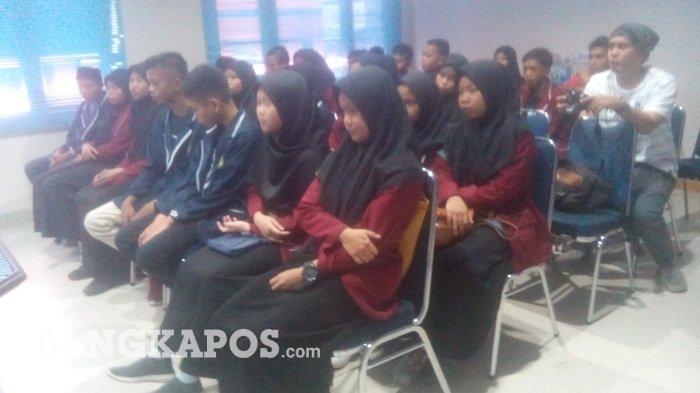 Siswa MTS Negeri 2 Bangka Barat Kunjungi Bangka Pos Group