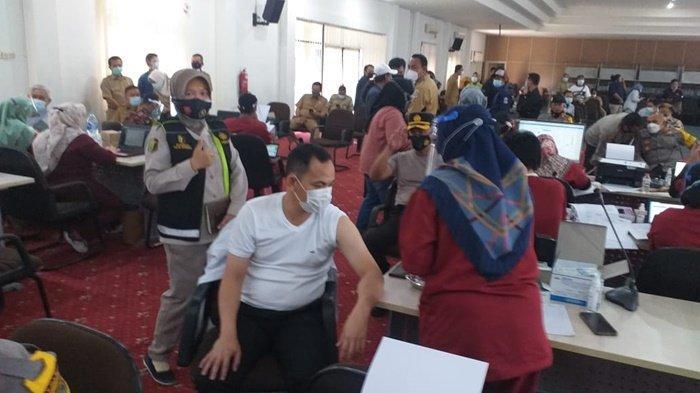 12 Personel Polres Pangkalpinang Disuntik Vaksin Covid-19, Kabag Ops : Jangan Takut divaksinasi