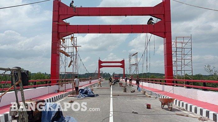 Jembatan jerambah gantung yang menghubungkan Kota Pangkalpinang dengan Kabupaten Bangka.