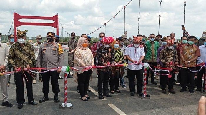 Senang Jembatan Jerambeh Gantung Diresmikan, Ketua RT Ungkap Dampak Positif dan Negatifnya