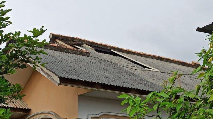 Angin Puting Belitung Hantam Atap Rumah Warga, Berharap Malam Ini Tidak Hujan Agar Anak Bisa Tidur