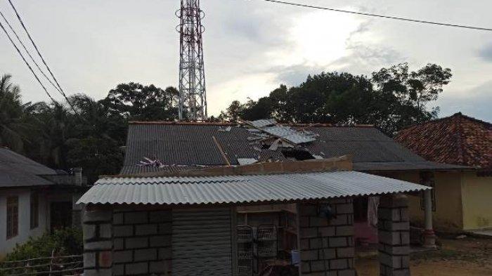Warung Yani yang menjadi korban Angin Puting Beliung di Kelurahan Teladan pada Jumat, (5/3/2021).