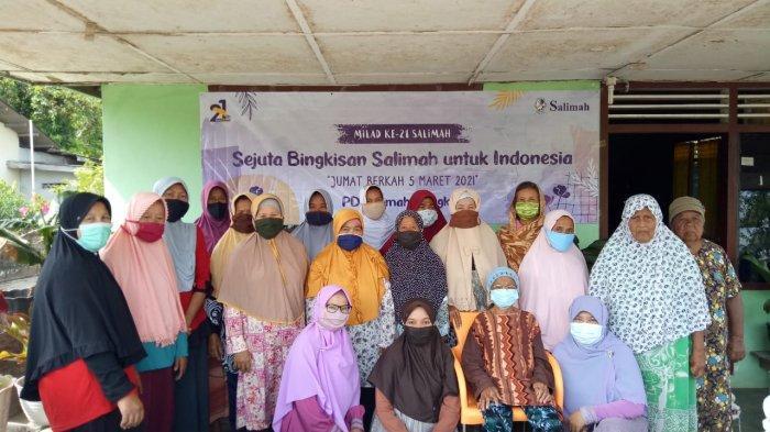 PD Salimah Bagikan 105 Paket Beras untuk Warga Kurang Mampu