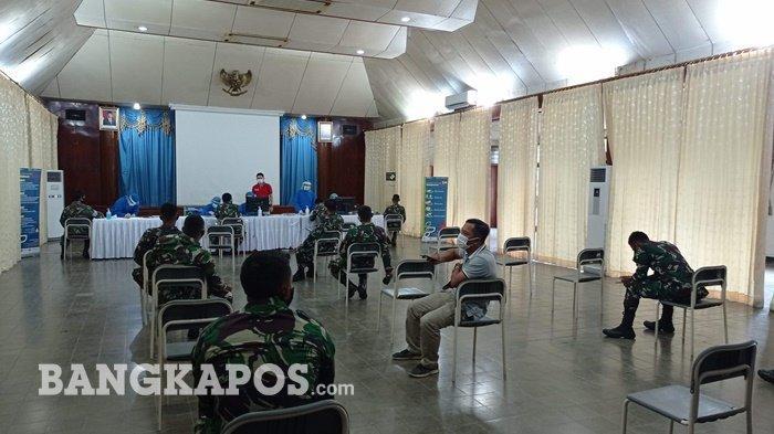 Sebanyak 55 anggota dari Kodim 0413 Bangka Barat mengikuti vaksinasi tahap pertama yang dilakukan, di Gedung Sriwijaya Komplek Pt. Timah, Senin (8/3/2021).