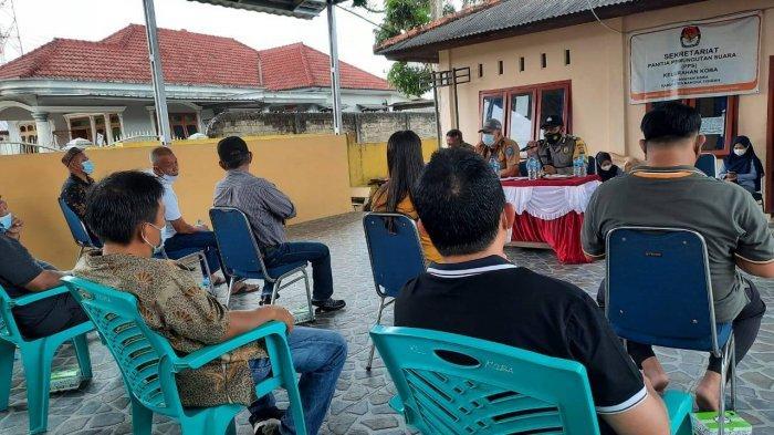 Bhabinkamtibmas Kelurahan Koba Ajak Kaling dan Ketua RT Koba Aktifkan Kembali Kegiatan Siskamling