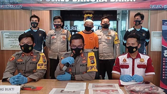 Konfrensi pers Polres Bangka Barat terkait pelaku MS yang membacok istri dan tetangganya di Desa air Kuang, Kecamatan Jebus, Selasa (16/03/2021).