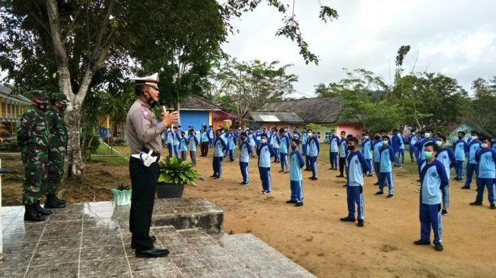 Sat Lantas Polres Bangka Barat Sasar Sekolah SMA Sosialisasikan Tertib Lalu Lintas