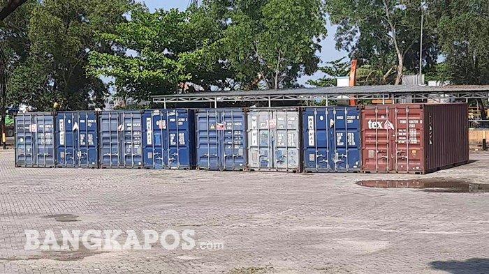 Delapan kontainer di Pelabuhan, Pangkalbalam Kota Pangkalpinang, Kamis (22/4/2021)