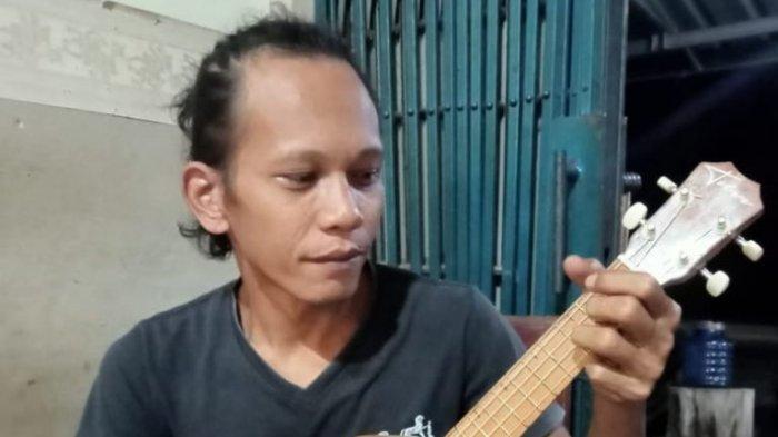 Kena PHK Gara-gara Pandemi Covid-19, John Tekuni Kerajinan Gitar Untuk Penuhi Kebutuhan Dapur