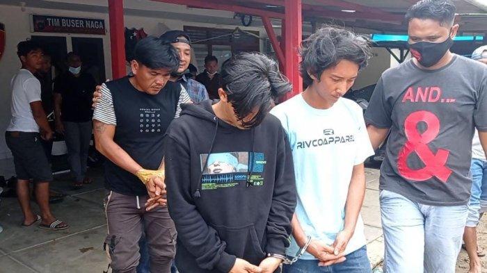 Lima orang diduga pencuri besi bekas diamankan Tim Naga Polres Pangkalpinang, Senin (5/4/2021)