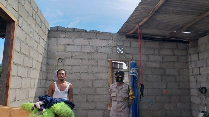 Dua Rumah Warga di Desa Sempan Rusak, Atap Diterbang Angin Kencang, Warga Mengungsi - 20210406-atap1.jpg