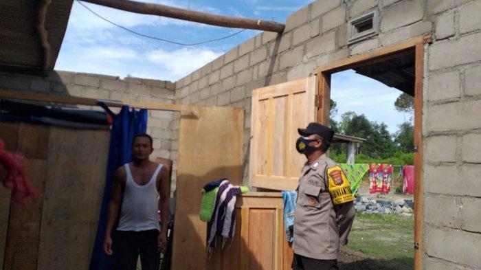 Dua Rumah Warga di Desa Sempan Rusak, Atap Diterbang Angin Kencang, Warga Mengungsi - 20210406-atap2.jpg