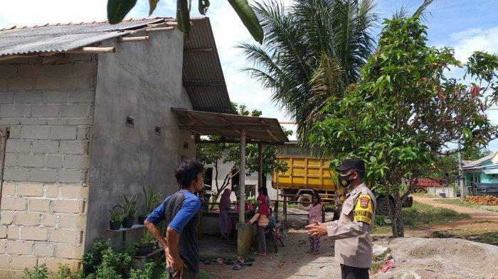 Dua Rumah Warga di Desa Sempan Rusak, Atap Diterbang Angin Kencang, Warga Mengungsi - 20210406-atap3.jpg