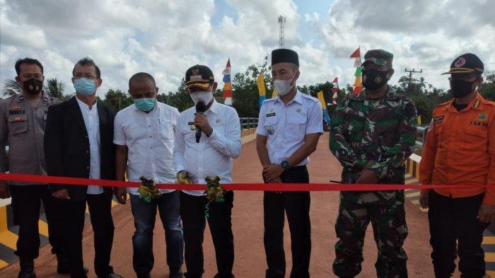 PT GPL dan KPPIS Bangun Jembatan Air Baung Dari Dana CSR Rp 2,12 Miliar