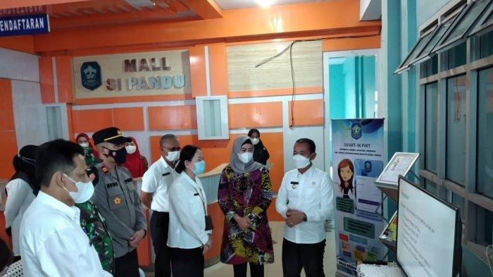 Bupati Bangka meresmikan Mall Si Pandu atau Mall Administrasi Pelayanan Kesehatan Terpadu Dinas Kesehatan Kabupaten Bangka di bekas Gedung Puskesmas Sungailiat lama Jalan Jenderal Sudirman, Rabu (07/04/2021)