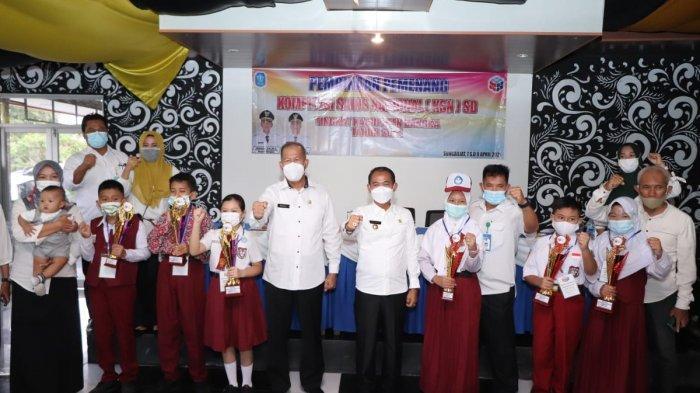 Pemkab Bangka melalui Dinas Pendidikan Pemuda dan Olahraga (Dindikpora) Kabupaten Bangka melakukan pembinaan kepada 6 orang siswa SD pemenang Kompetisi Sains Nasional (KSN) Tahun 2021 di Hotel Manunggal Sungailiat, Rabu (07/04/2021)
