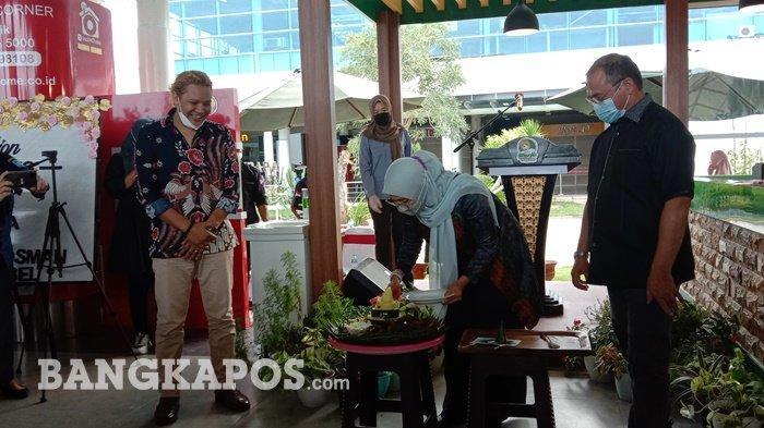 Peresmian outlet ke 9 Warjo di Bandara Depati Amir Pangkalpinang oleh Gubernur Babel Erzaldi Rosman bersama Korwil ICSB Babel, Melati Erzaldi, Kamis (8/4/2021)