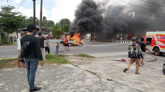 Pemilik Mobil Sedan Ungkap Fakta Mobilnya Terbakar