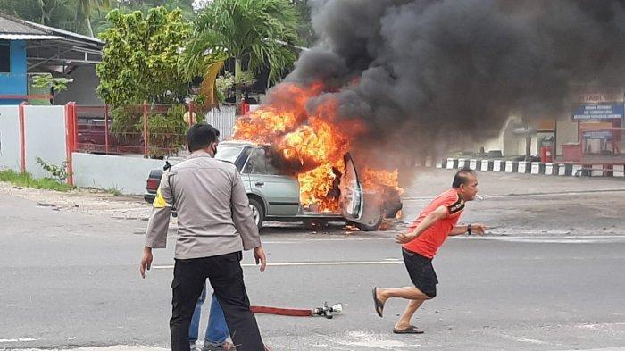 BREAKING NEWS: Tiba-tiba Api Berkobar, Ternyata Mobil Terbakar