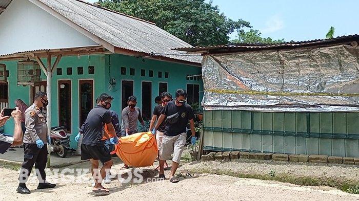Warga Geger Pria Ditemukan Tewas di Kasur, Polisi Jebol Rumah Evakuasi Jenazah Ilyas