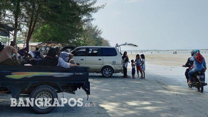 Libur Akhir Pekan Jelang Ramadhan Pantai Pasir Padi Ramai Pengunjung