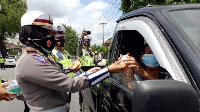 Satlantas Polres Pangkalpinang gelar Operasi Keselamatan Menumbing 2021, di Jalan Ahmad Yani, Tamansari Kota Pangkalpinang tepatnya di depan Kantor Polres Pangkalpinang, Senin (12/4/2021).