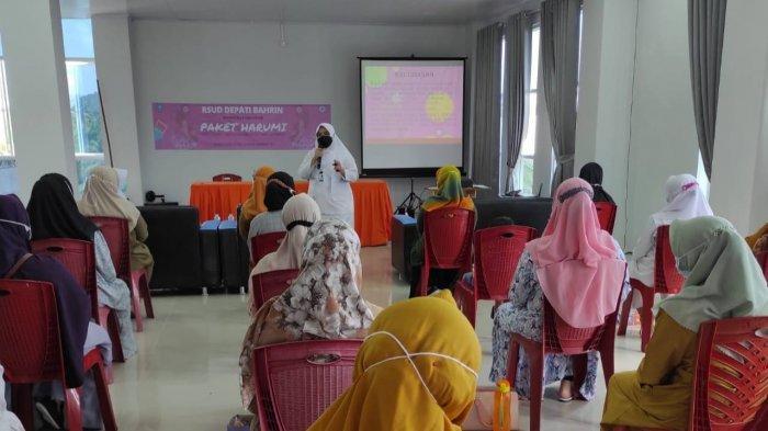 Peluncuran program Paket HARUMI di Aula Pertemuan RSUD Depati Bahrin, Senin (12/04/2021)