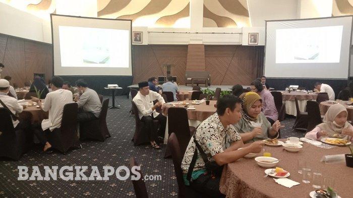 Suasana buka bersama tamu undangan di Hotel Santika Bangka ruang Tanjung Kelayang, Rabu (14/4/2021) malam