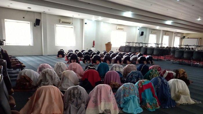Staf Sekdako Pangkalpinang Shalat Zuhur Berjamaah, Imam dan Kultum Bergantian