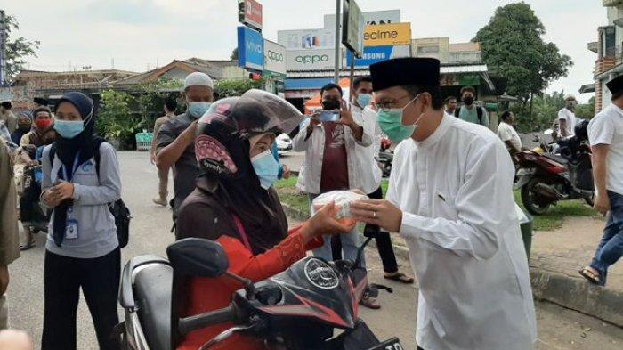 Komunitas Sekapot Ancop Bagikan 100 Paket Takjil Bersama Bupati dan Wabup Bangka Tengah