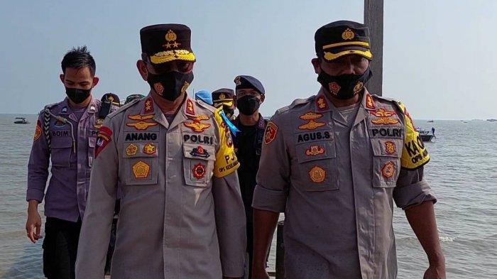 Kapolda Kepulauan Bangka Belitung,  Irjen Pol Anang Syarif Hidayat didampingi Kapolres Bangka Selatan,  AKBP Agus Siswanto seusai melakukan patroli di Perairan Sukadamai Toboali pada Jumat, (16/4/2021)