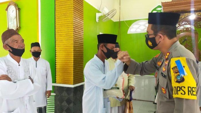 Kapolres Bangka Barat Gelar Safari Ramadan, Bagikan Sembako dan Imbau Hindari Paham Radikalisme