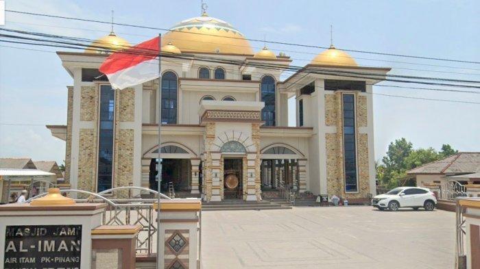 Masjid Jami Al Iman, Masjid Tanpa Dinding di Pangkalpinang, Terletak di Kawasan Pasar Air Itam