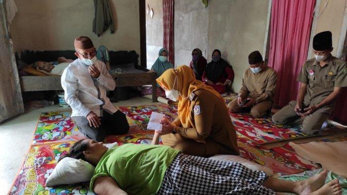 Wabup Bangka Selatan Debby Vita Dewi Beri Bantuan Pengobatan kepada Warga yang Sakit