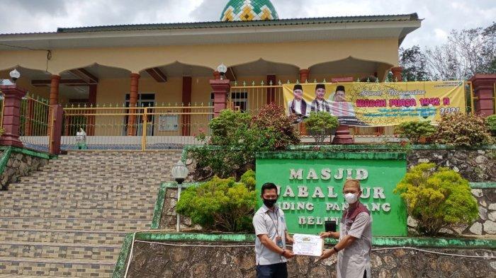 PT Timah Salurkan Bantuan Renovasi Masjid Jabal Nur Desa Riding Panjang