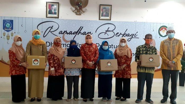 Ramadan Berbagi, DWP Bangka Belitung Bagikan 245 Paket Sembako