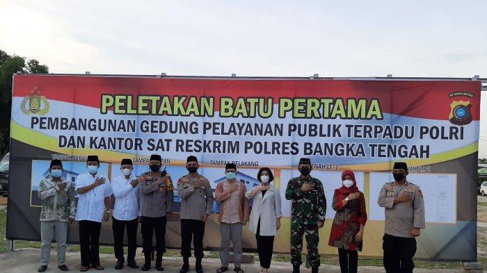 Kapolda Bangka Belitung, Kapolres, Bupati dan Wakil Bupati, serta unsur forkopimda usai melakukan peletakan batu pertama pembangunan gedung satu atap Polres Bangka Tengah, Kamis (22/4/2021).