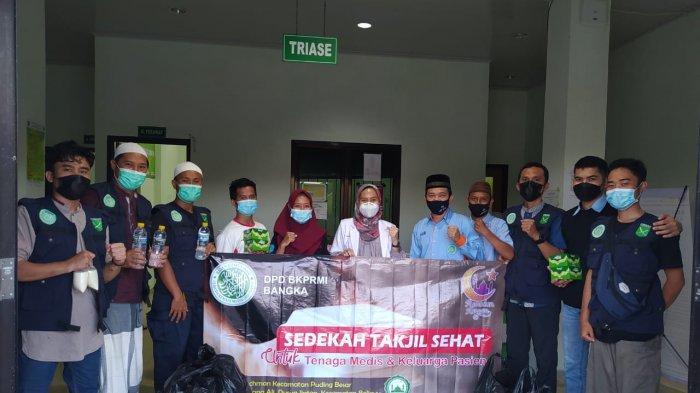 BKPRMI Bangka Berbagi Takjil di Rumah Sakit