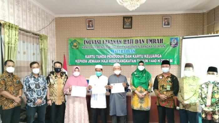 169 Jemaah Haji Tahun Keberangkatan 2019 Terima KTP dan KK Terbaru