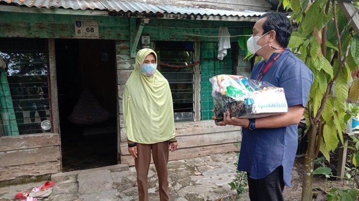 Bagikan Paket Sembako, Warga Doakan Yamaha Makin Sukses